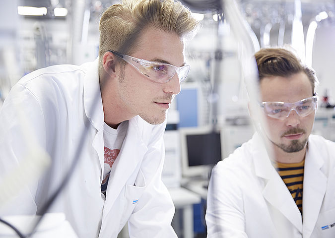 Two chemistry students in the WESSLING laboratory.